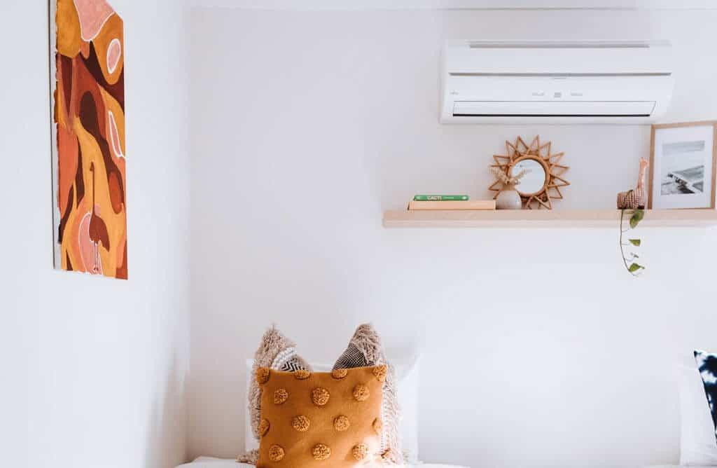 Cacher la goulotte de climatisation